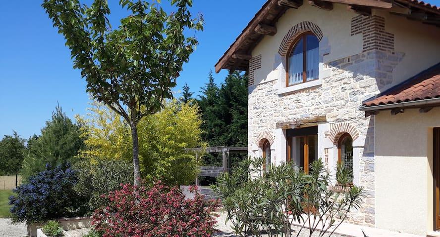 Petit duplex dans une ancienne ferme (2x20m²) - Saint-Rémy - Hus