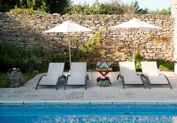 Grande maison avec piscine - Saint-Hilaire-de-Brens - Huis