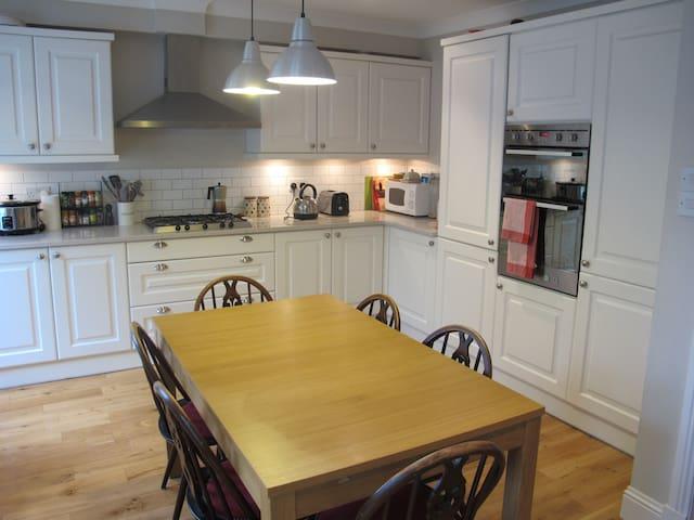 Lovely 2-bedroom house in leafy Neighbourhood - Bearsden
