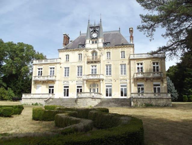 Appartement dans château en Bourgogne Val de Loire - Varennes-Vauzelles - Daire