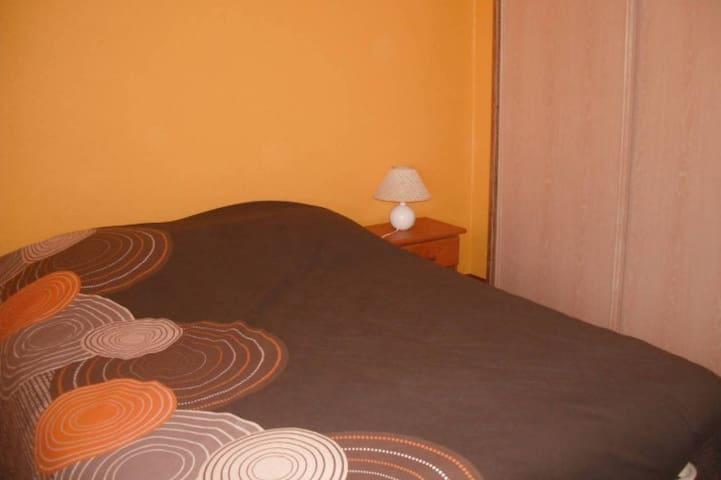 Chambre privée de 10 m² dans maison individuelle - Vihiers - House