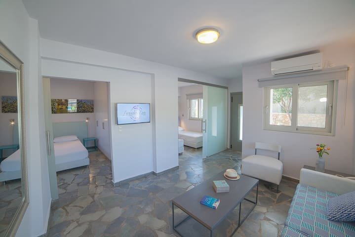 Bougainvilea Apartment with Pool View - Korfos - Appartement