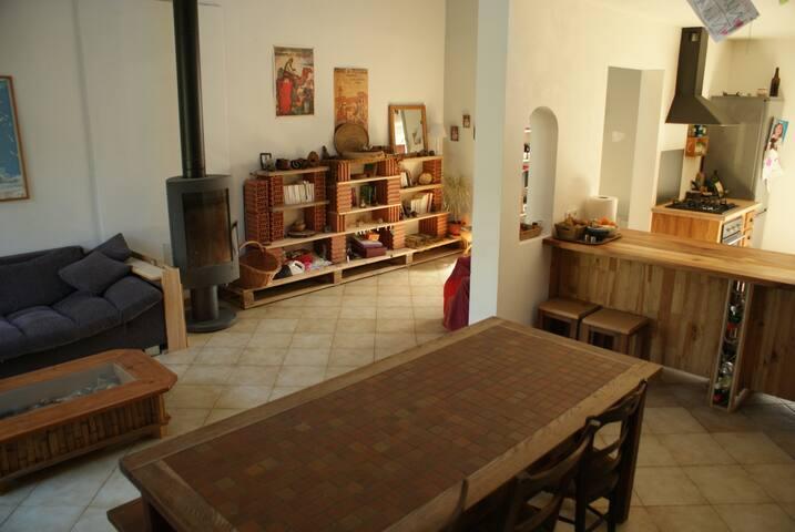 Maison très agréable à vivre avec grand jardin - Viols-le-Fort - Ev