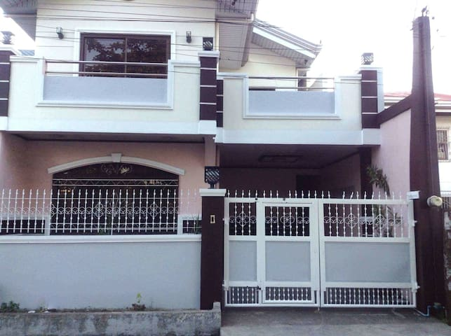 Spacious new house - center of town - Ternate - Hus