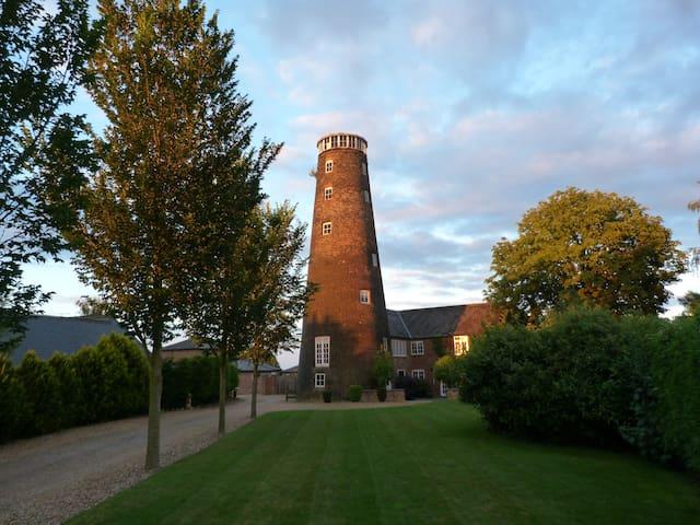 7 storey Grade II Listed Windmill - Stoke Ferry - Маяк