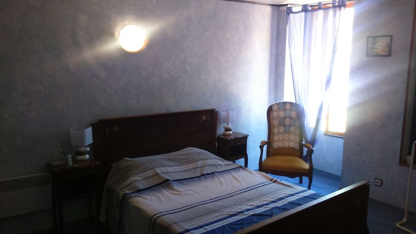 Haras du Frêne chambre Bleu - Blaye - Bed & Breakfast