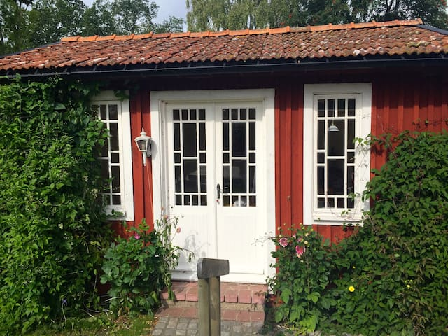Romantic Cottage by the lake - Kristianstad - Bed & Breakfast