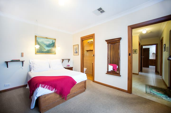 Comfy Queen Bedroom Adelaide CBD + Private Ensuite - Nailsworth - Casa