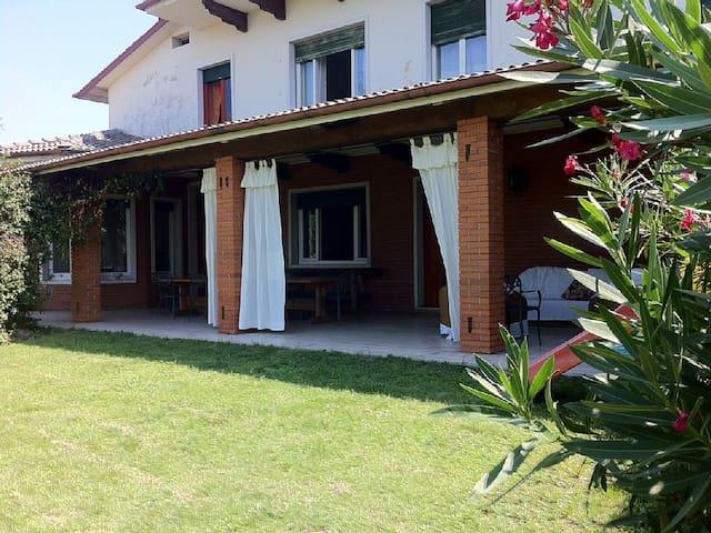 Ampia Villa con splendida vista lago - Bussolengo - Villa