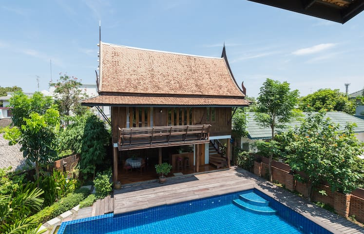 Quiet&Natural Thai style poolside villa Onnut - Bangkok - Hus