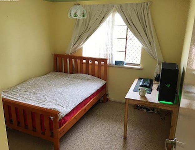 LEEMING区近Murdoch大学和Station双层house两大房间招租 - Leeming - Villa