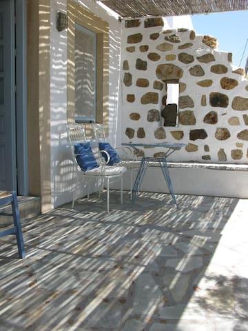 Seaside studio, lovely terrace. - Patmos - Rumah
