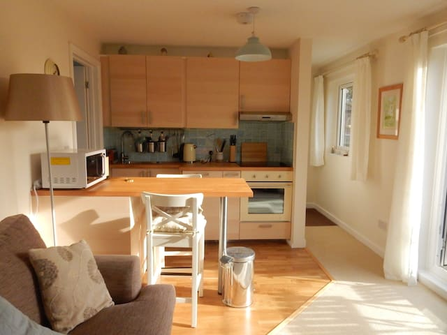 Rowsley - sunny apartment with views - Lyme Regis