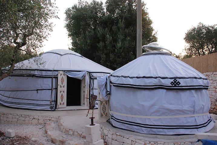 Yurta Tipi Tent Roulottes e spazio Caravan Tende - Astorara