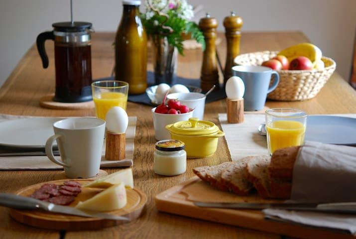 Simple Life Farm B&B - Walnut Room - Extertal - Bed & Breakfast