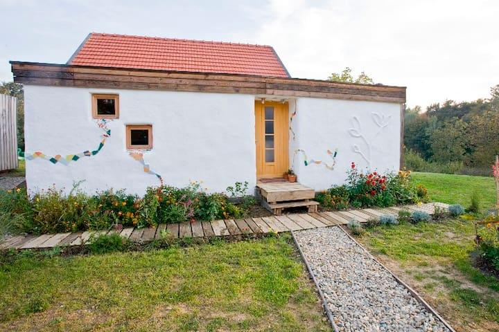 Nature retreat in my Strawbale house - Šulinci - Hus