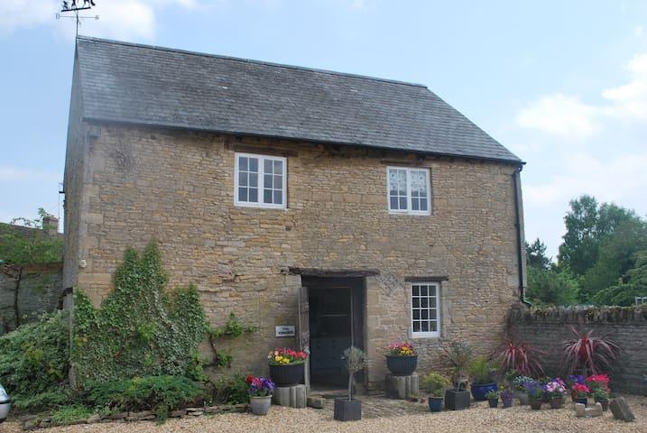Historic House, Beautiful Setting - Peterborough