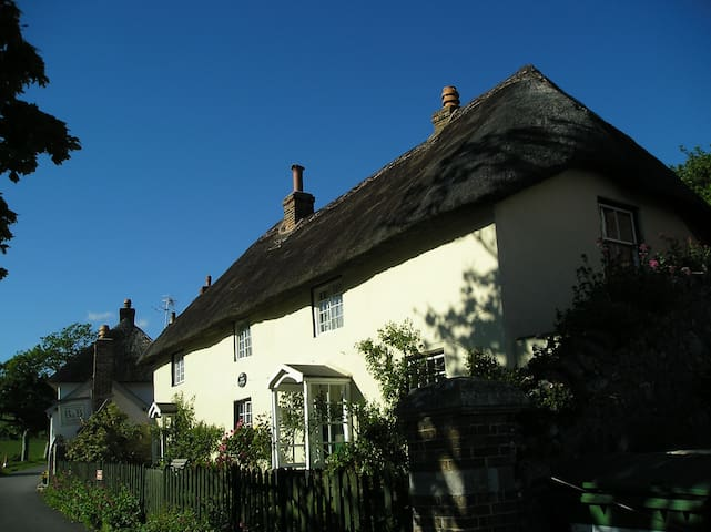 A home from home in Lulworth Cove! - West Lulworth - Maison