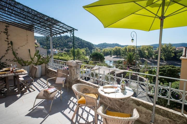 Les Hirondelles, great river views! - Roquebrun - Rumah