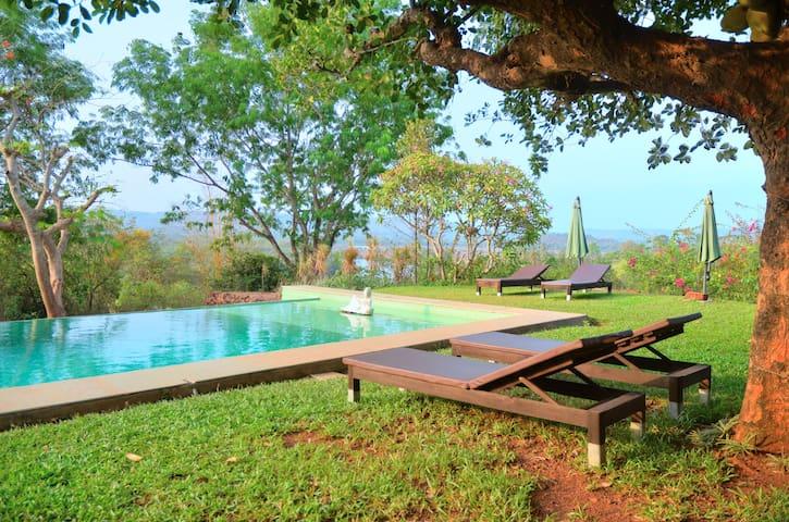 Hilltop River View Suite in Panchavatti Villa - Aldona