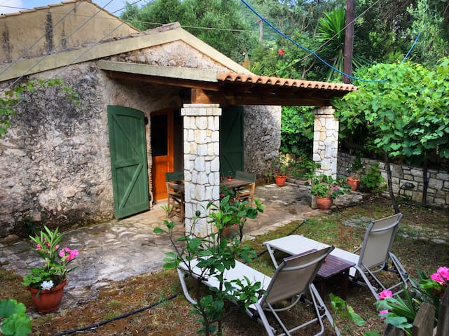 Nikos Cottage on the Beach of Barbati - Mparmpati - Casa