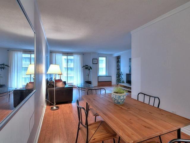 Amazing 1bdr +den condo prime location downtown - Montréal - Leilighet