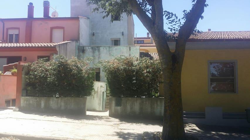 Small villa in Giave - Giave - Villa