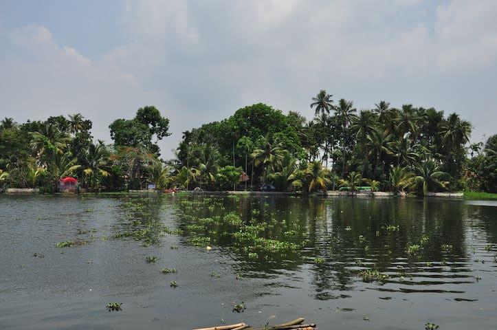 Vacation Waterfront Villa - Alleppey Backwaters - Alappuzha - Villa