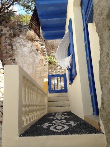 A secluded nest on a Greek island - Mandraki - Huis