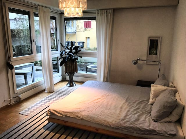 HAVE A JUNIOR SWEET ROOM IN THE MIDDLE OF THEGREEN - Zürih - Daire
