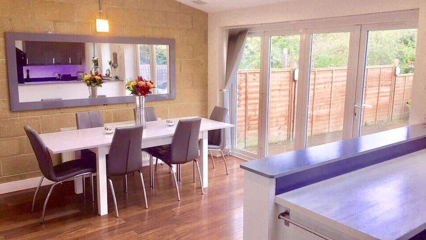 Cosy room to rent in a modern house - Harlow - Hus