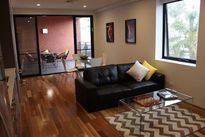 Café Strip Apartment near the Perth CBD - Maylands - Apartament