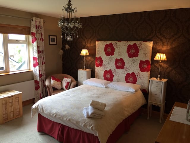 Large Double Room w/en-suite + view - Tralee - Bed & Breakfast