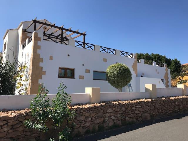 Large Home, Quiet location, Private Heated Pool - Antigua - Hus