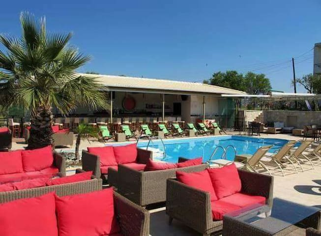 Kyprianou- house Belvedere pool bar - Ηγουμενίτσα - Pousada