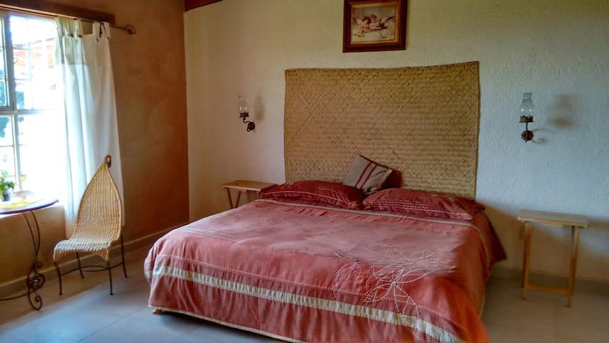 BED&BREAKFAST 2P; HACIENDA - Erongarícuaro - Bed & Breakfast