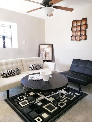*Entire Guesthouse 10min from French Quarter* - Metairie - Casa