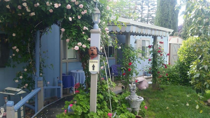 Cozy & Private Backyard Cottage - Sacramento - Gästhus