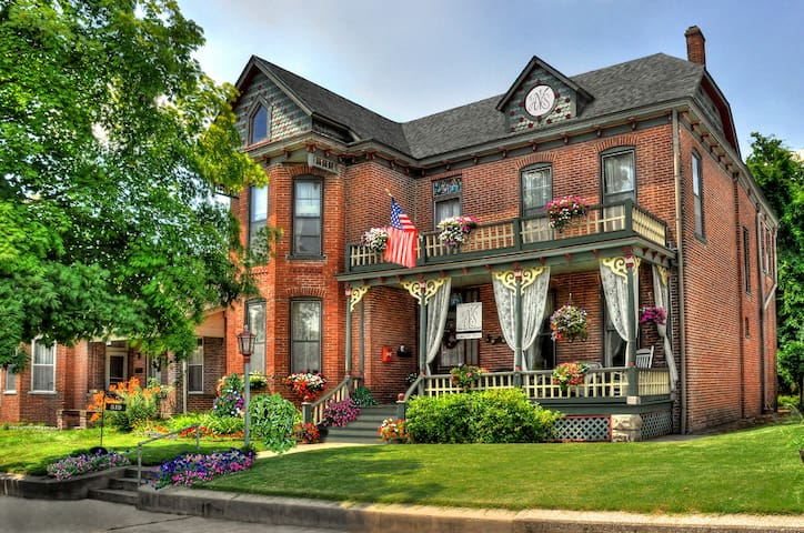 High Street Victorian Bed and Breakfast - Boonville - Bed & Breakfast