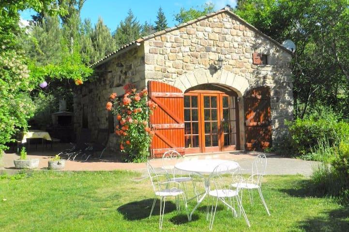 L'Orangerie, gîte avec piscine et plage privée - Vinezac - Cabaña en la naturaleza