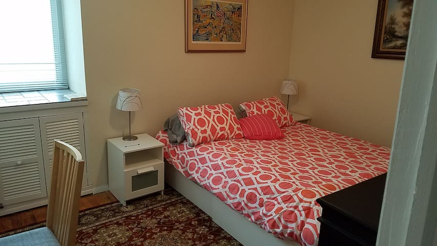 Quiet bedroom and ideal for busy professional - Hartsdale - Apartemen