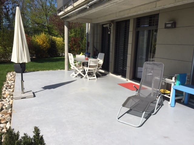 Great sunny flat, 20 minutes away from Geneva - Mies - Leilighet