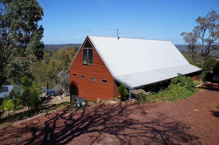 Beautiful home with stunning views - Darlington - Huis