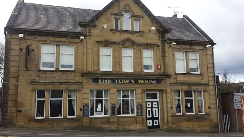 The Town Mouse. Pub/B+B - Burnley - Bed & Breakfast