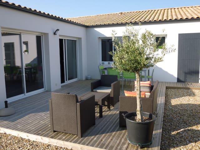 Maison  avec terrasse proche plage et La Rochelle - La Jarrie - Casa