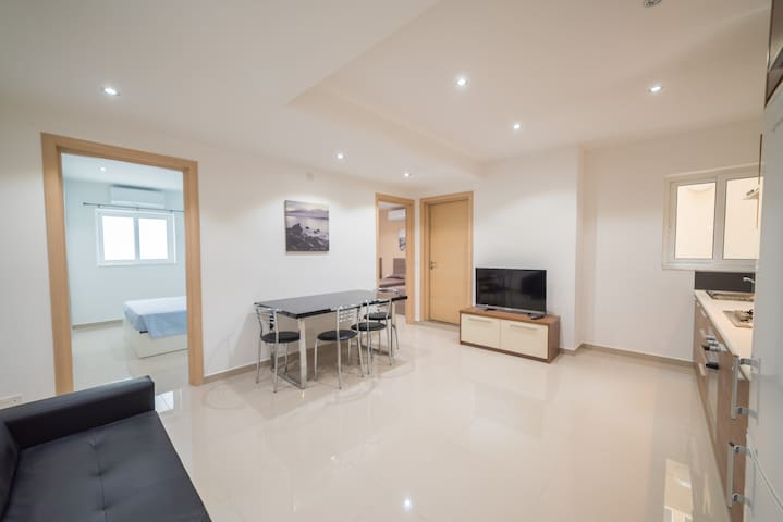 A modern central apartment + Outside space - Is-Swieqi - Appartement