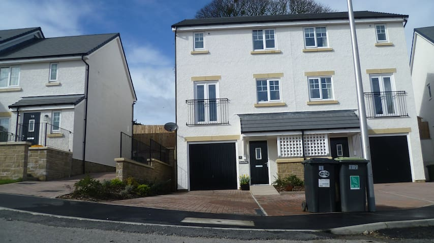Modern, family - friendly Townhouse - Ulverston - Huis