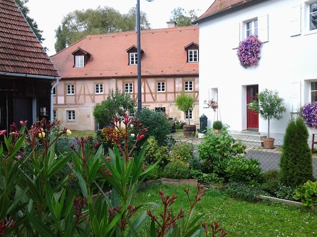 Private, nobel guesthouse with service  very quiet - Speichersdorf