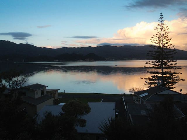 Beach Front Wyuna Bay, Coromandel Town Apartment - Wyuna Bay - Appartement