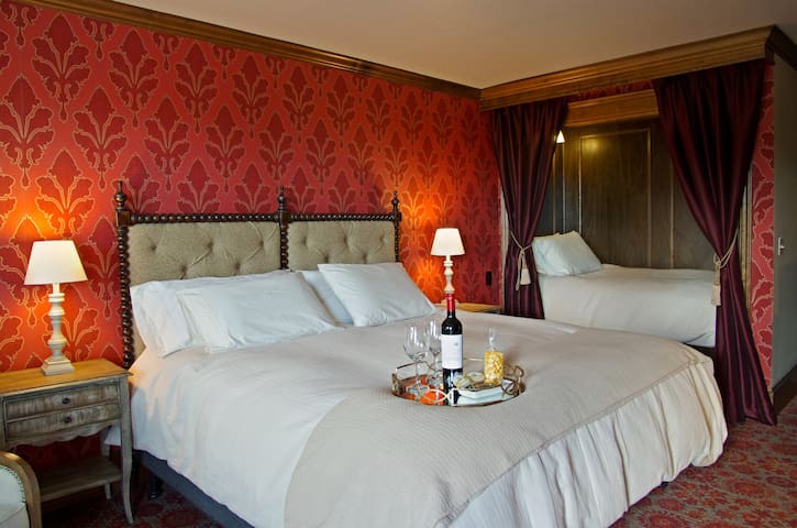 The Red Executive Room at The Mill Inn - Lynden - Hotel boutique